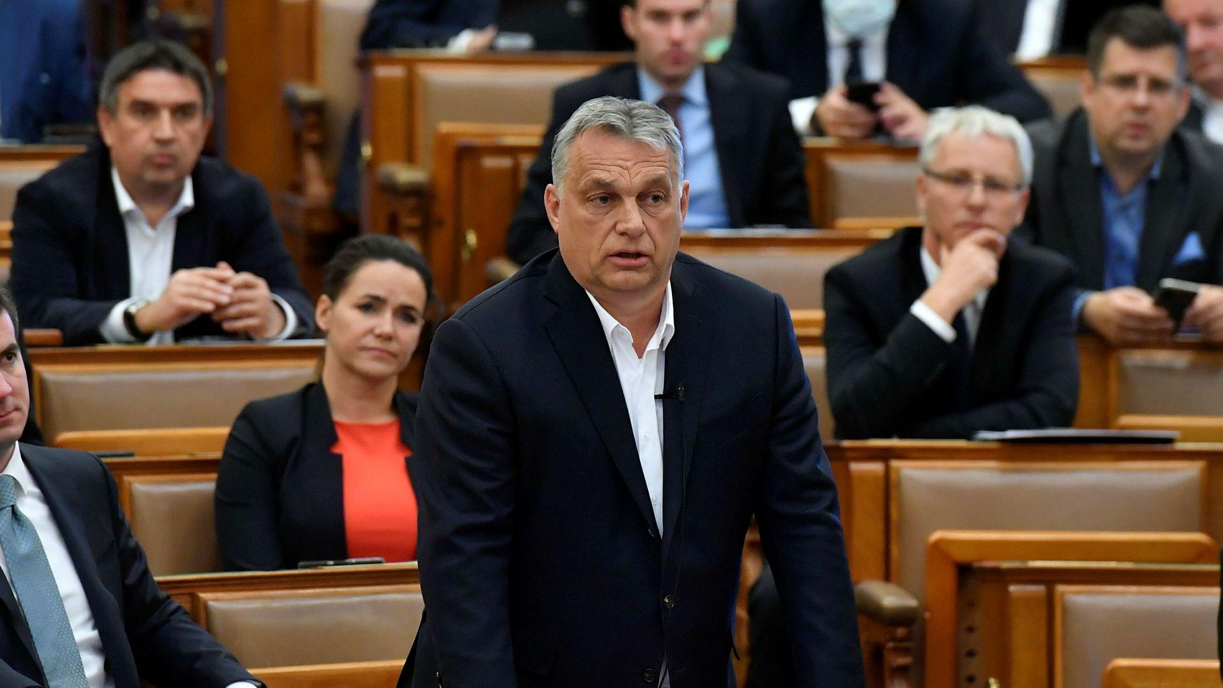 Ungarns statsminister Viktor Orbán har vært en kløpper i å utnytte demokratiets muligheter til å undergrave det, skriver artikkelforfatteren. Orbán har sikret seg ekstraordinær makt for å bekjempe koronaviruset.