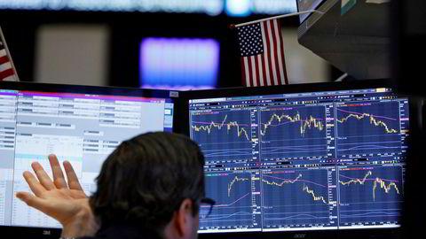 Nøkkelindeksene på Wall Street falt bratt fredag etter at koronafrykten virkelig begynner å ta tak i markedene.