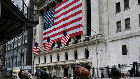 Handelsgulvet er stengt på børsen i New York for å unngå spreding av koronaviruset, og vanligvis travle Wall Street er forlatt.