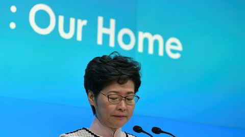 Myndighetene i Kina vurderer å erstatte Hongkongs leder Carrie Lam, ifølge Financial Times.