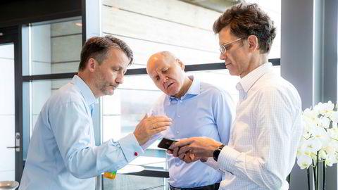 Finansdirektør Jørgen C. Arentz Rostrup, konsernsjef Sigve Brekke og Telenor Norge-sjef Petter-Børre Furberg før presentasjonen av Telenors resultater for tredje kvartal 2019 i Telenors besøkssenter på Fornebu.