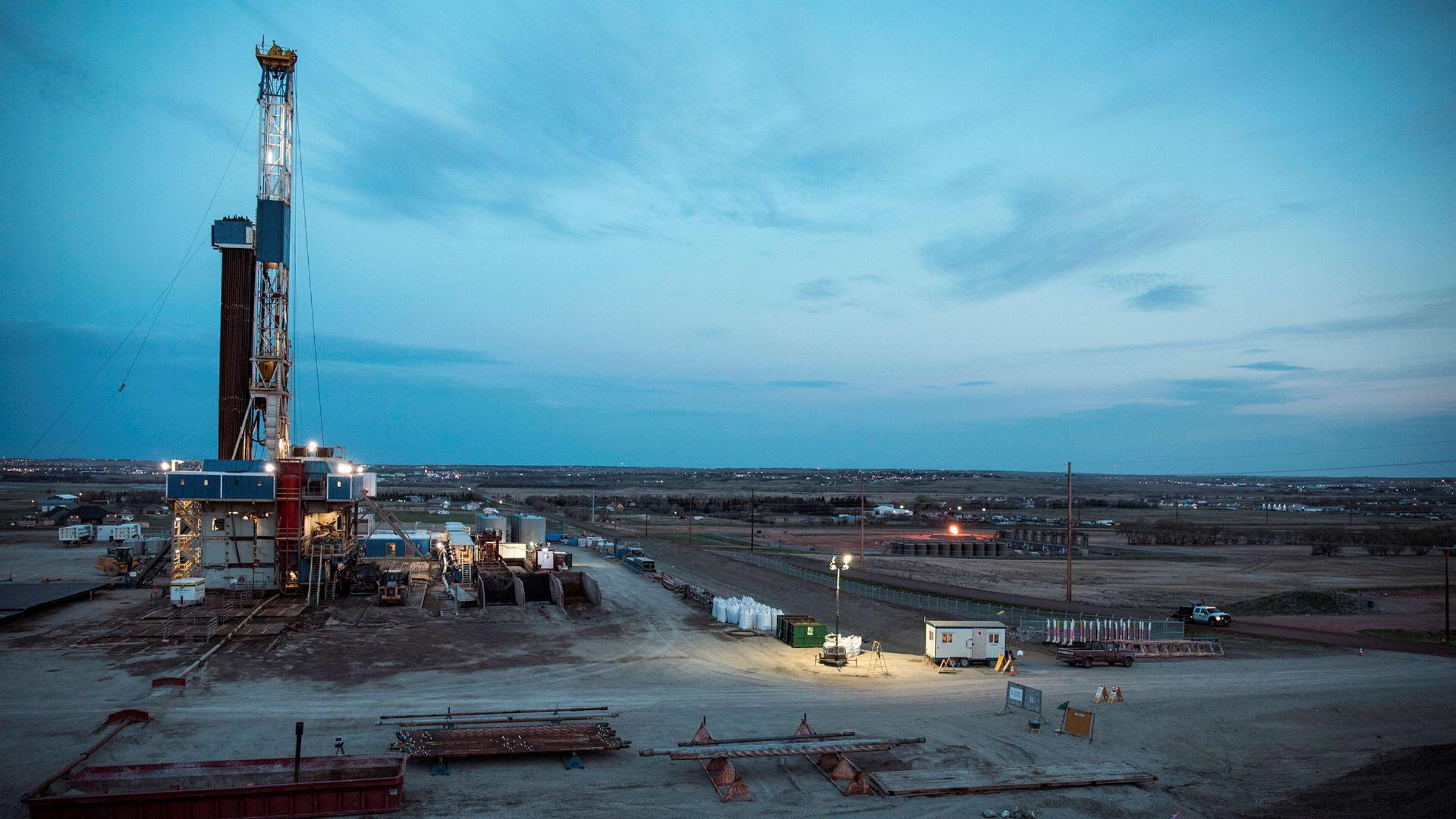 Er det i statens og vår interesse at Equinor farter verden rundt for å lete etter ny olje og gass som bare muligens kan føre til inntjening, spør Anne Jortveit, nestleder i Norsk klimastiftelse. Her fra Bakken-feltet i Nord Dakota, USA.