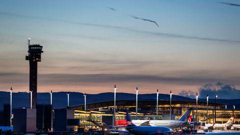 Flygelederne på Oslo lufthavn har lite å gjøre. Nå blir ti ansatte permittert.