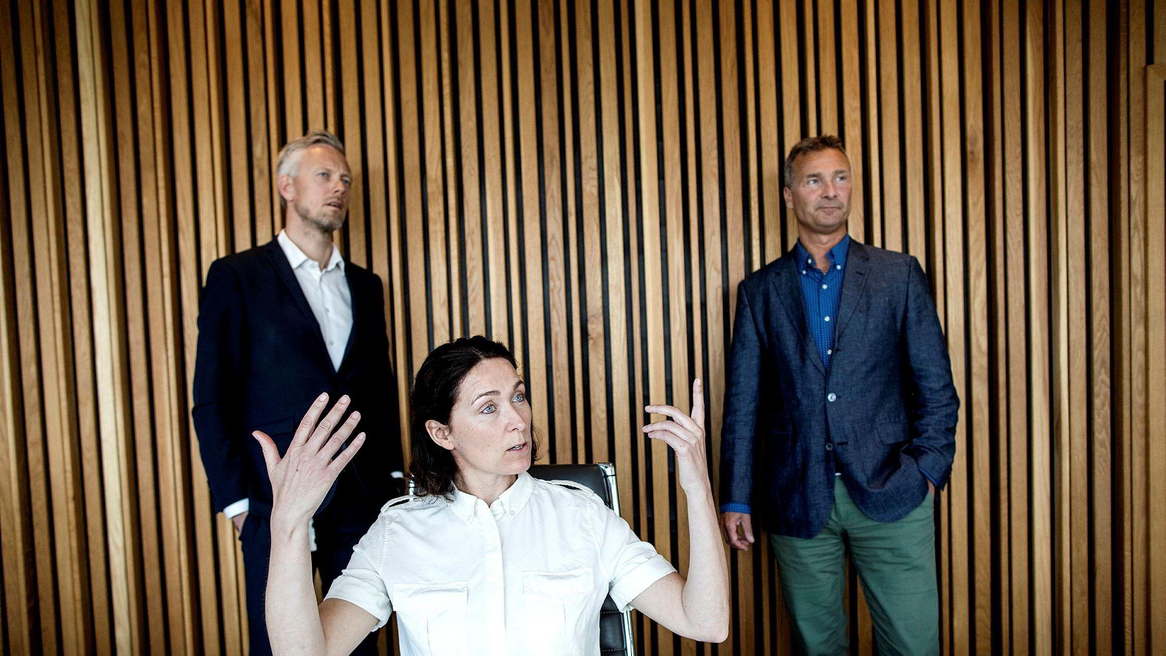 Styreleder Sissel Leire i Kruse Smith-konsernet flankert av økonomidirektør Jens Ove Klev (til venstre) og nyansatt konsernsjef Jon Syrtveit har lagt bak seg nok et blytungt år.