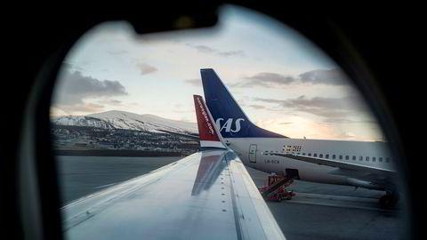 Flyselskapene har bedt om milliardhjelp, men må vente på flere tiltak. Her fra Tromsø Lufthavn.