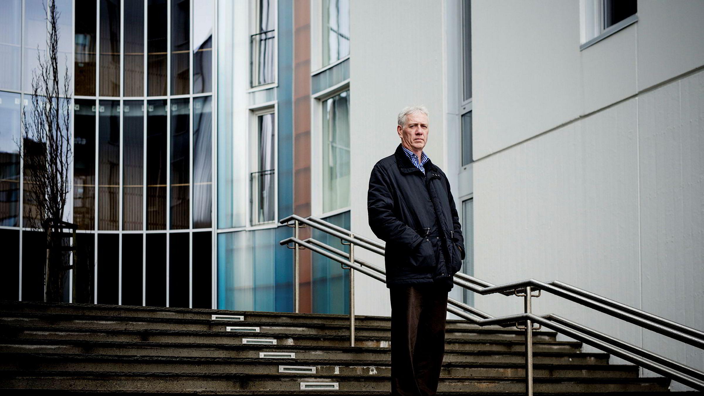 Forvalter og bankekspert Sigmund Håland mener Bank Norwegian bruker en svakhet i norsk regelverk for å få til en rask vekst innen forbrukslån i nabolandene.