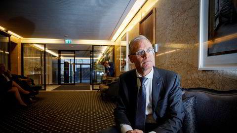 SAS-sjef Rickard Gustafson beklager til kunder som har ventet inntil flere måneder på å få refundert billetter. Ventetiden blir kortere – men han advarer samtidig om at krisen ikke er over, og at det blir flere kanselleringer i høst.