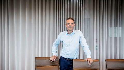 Råvareanalytiker Bjarne Schieldrop i SEB tror oljeprisen skal videre ned.