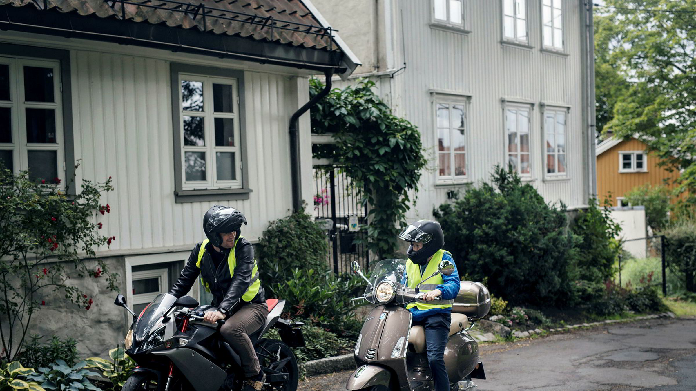 Det fine sommerværet mange steder i landet har vært med på å påvirke salget av tohjulinger.