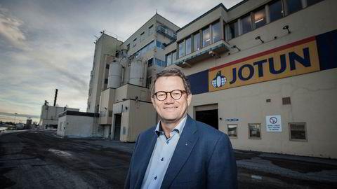 Konsernsjef Morten Fon i Jotun hadde en overraskende gave til de kinesiske arbeiderne som kom tilbake på jobb etter koronaviruset hadde stengt portene.