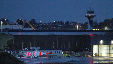 Det nye redningshelikopteret til 330 skvadron på Sola, veltet fredag ettermiddag utenfor hangaren under testing. Rotoren var i gang under velten. Ingen ble skadet.