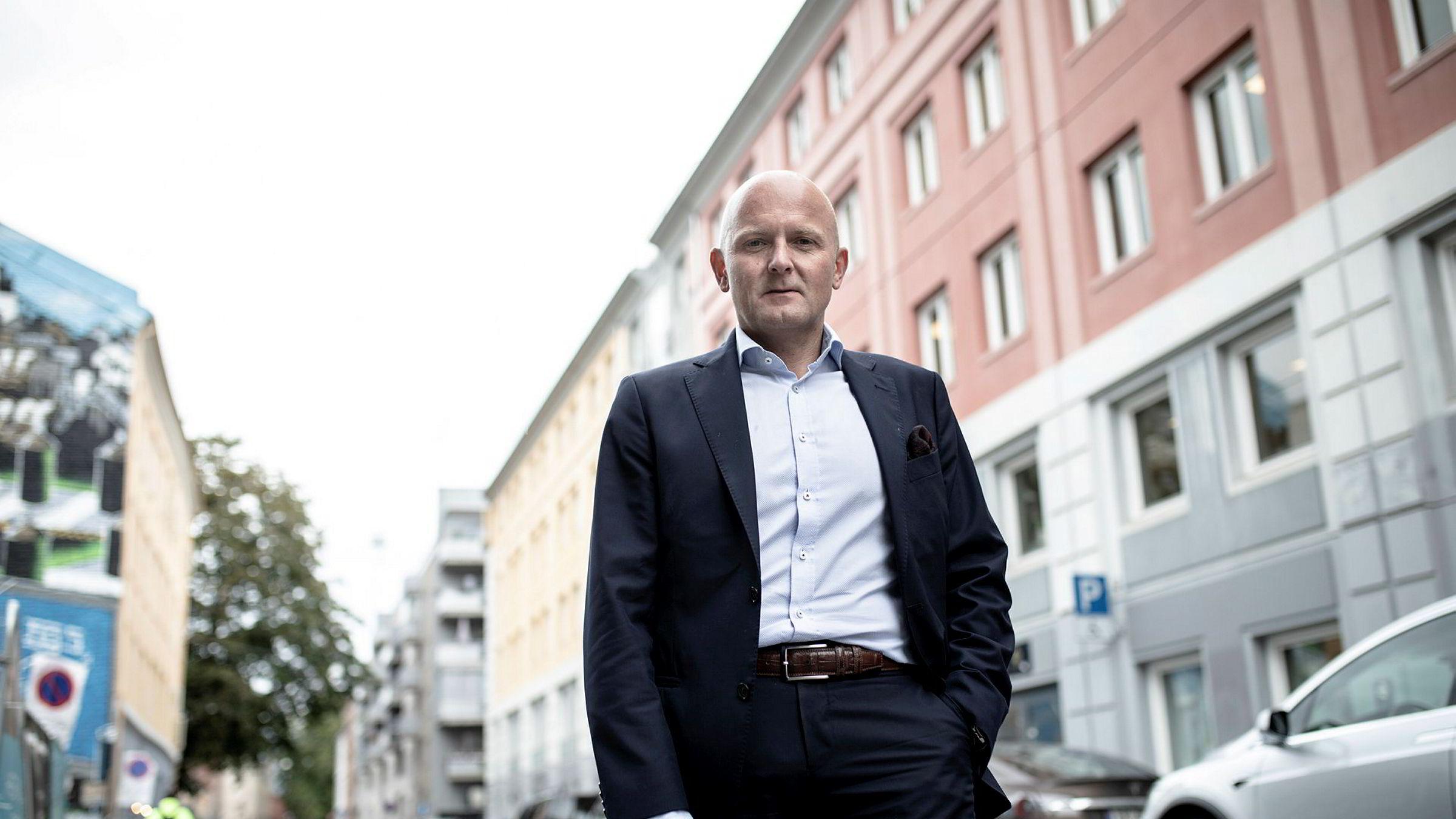 – Vi merker er at folk ikke lenger håndhilser og flere ber om privatvisninger, sier administrerende direktør Kent Victor Syverstad i Eiendomsmegler 1 i Oslo og Akershus.
