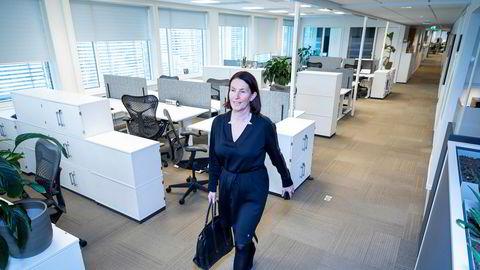 Administrerende direktør Trine Strømsnes i Cisco Norge forlater pulten i det åpne landskapet hun vanligvis sitter i. Her pleier det å være 70–80 ansatte.