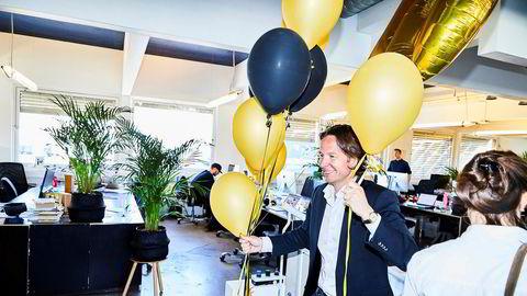 Gründer Jan Christian Fosseidbråten i Los & Co. feiret prisen i Årets byrå sammen med de ansatte på kontoret i Oslo onsdag.