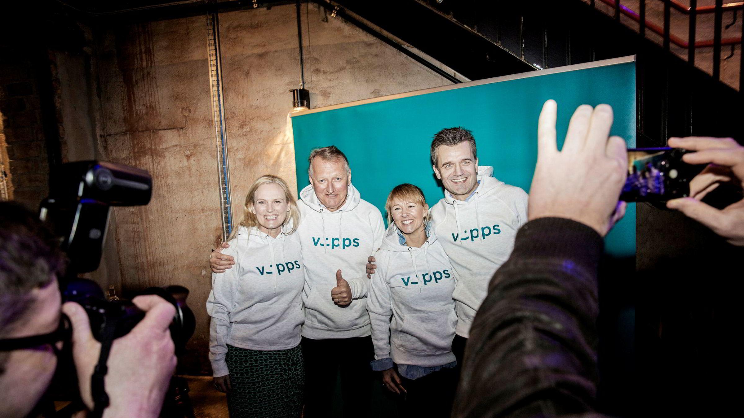 Vipps har fått godkjent fusjon med Bankaxept og BankID. Her fra et event i fjor da over 100 banker ble med i Vipps. F.v.: Konsernsjef Hege Toft Karlsen i Eika Gruppen, DNB-sjef Rune Bjerke, nestleder Elisabeth Haug i Vipps og Vipps-sjef Rune Garborg.