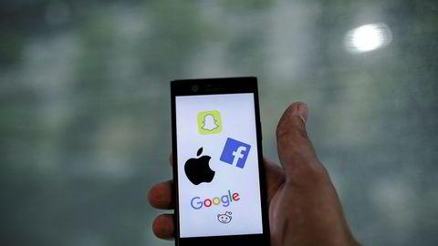 Algoritmene i sosiale medier sluser oss effektivt inn i ekkokamre og favoriserer miljøer og aktører som trives på ytterkantene, skriver Anne Jacobsen i innlegget.