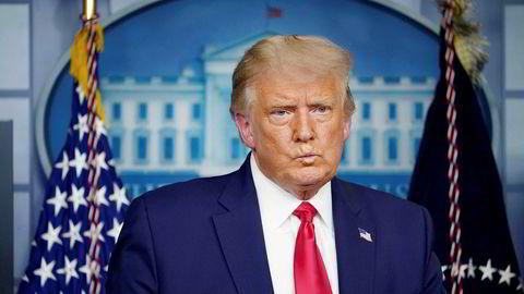 Aksjekursene på Wall Street stupte etter at USAs president Donald Trump meldte at han hadde gitt ordre om å stanse forhandlingene om krisepakke i Kongressen.