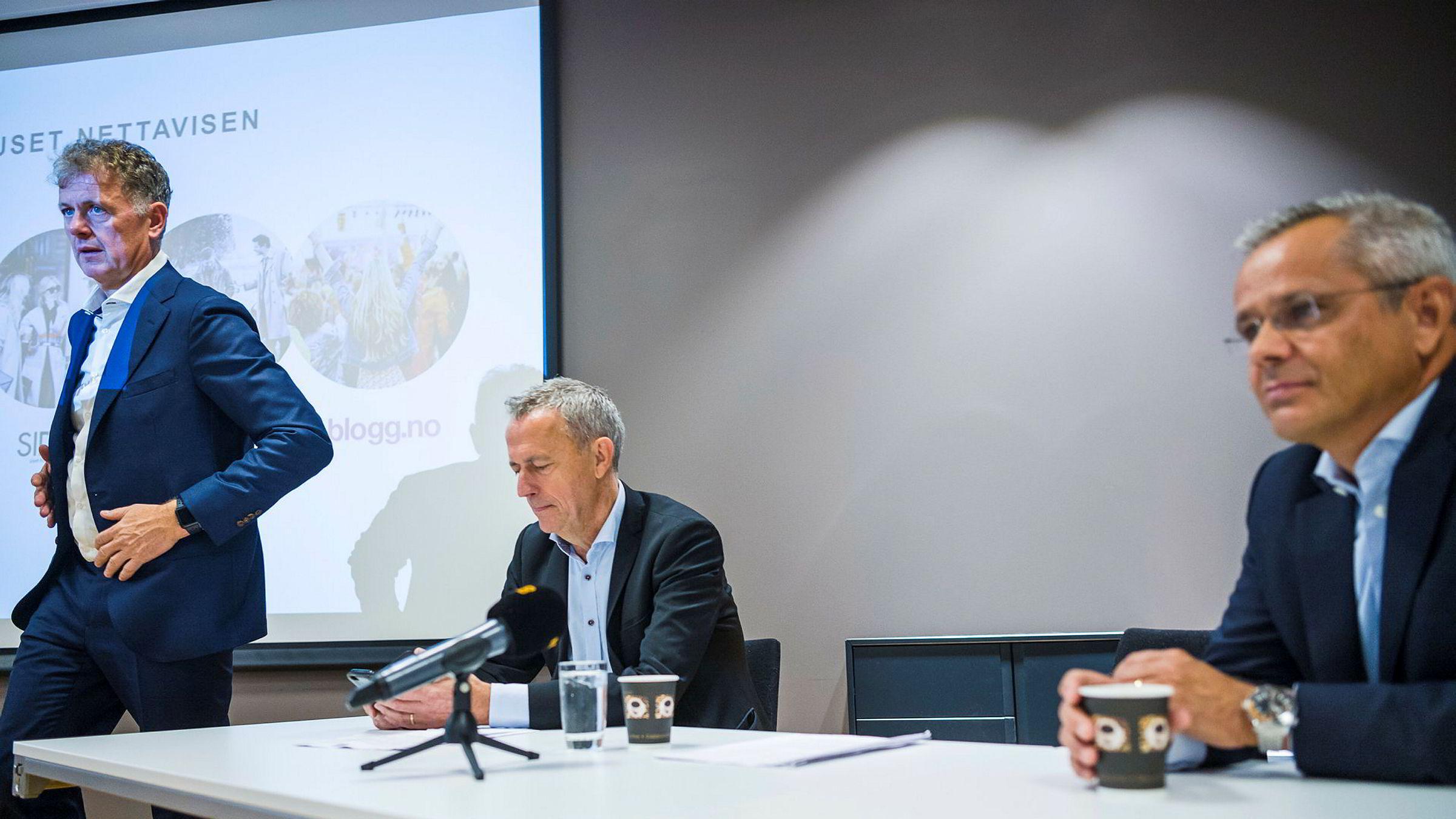 Mediehuset Nettavisens to eiere deler selskapets virksomhet mellom seg. Fra venstre: Sjefsredaktør i Nettavisen Gunnar Stavrum, Konsernsjef Are Stokstad i Amedia og administrerende direktør Espen Asheim i Egmont Publishing