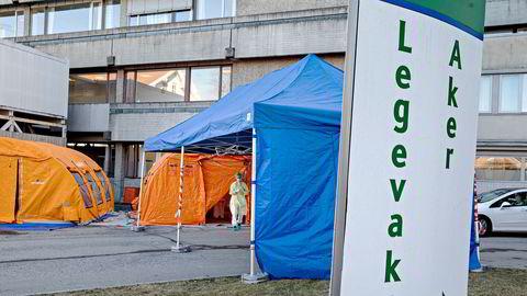 En stor andel av dødsfallene som er rapportert, skyldes bakterieinfeksjon etter viruslungebetennelsen. Andel personer og sykehusavdelinger som bærer multiresistente bakterier blir da kritisk for overlevelse. Meticillinresistente gule stafylokokker (MRSA) finner vi i én prosent av prøvene i Norge, mot Italia 34 prosent, skriver artikkelforfatterne.