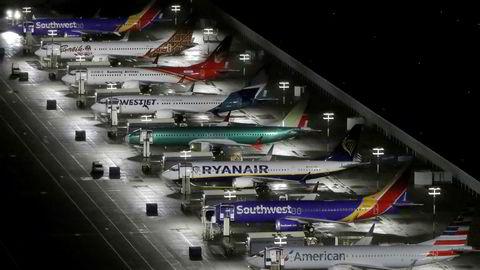Problemer på rekke og rad. Her langtidsparkerte Max 8-fly ved Boeing-fabrikken i Seattle.