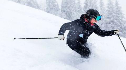 Camilla Sylling Clausen, generalsekretær i Alpinanleggenes landsforening, kjørte tirsdag i pudder i Oslo Vinterpark og gleder seg over tidenes sesongstart for alpinanlegg over hele landet.