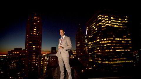 Den svenske eiendomsmegleren Fredrik Eklund har gjort det stort i New York, men slet i Norge. Nå går det ned i Sverige også.
