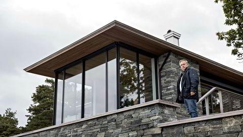 Arkitekt Rune Breili har tegnet hytter for en rekke kjente nordmenn i ferieparadiset Tjøme. Her på befaring på hytta til EY-sjef Erik Mamelund i 2017.