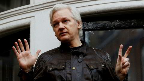 Julian Assange på balkongen til Ecuadors ambassade i London.