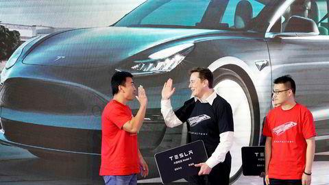 Siden nyttår er Tesla opp 85,94 prosent på børs, og har i løpet av de siste månedene tatt over plassen som verdens nest mest verdifulle bilprodusent. Avbildet er Elon Musk fra åpningen av Tesla-fabrikken i Shanghai tidligere i år.