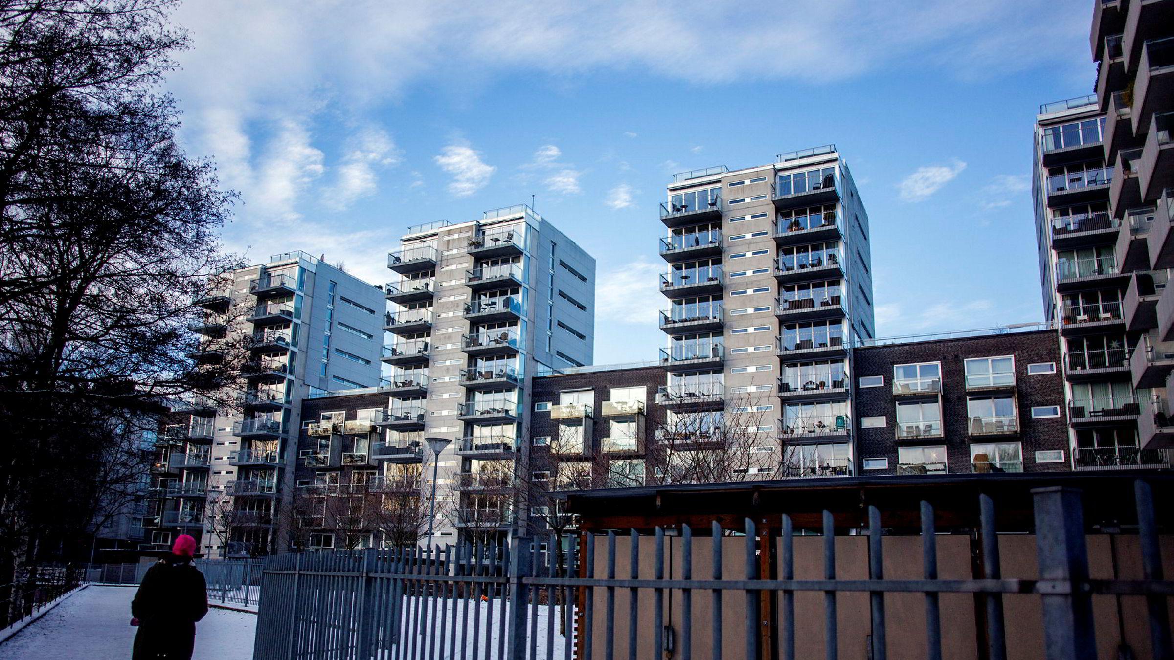 Et annet spørsmål med konsekvenser i kredittmarkedet er utviklingen i boligprisene for Norge og Sverige. Hvordan vil den påvirke bankene?