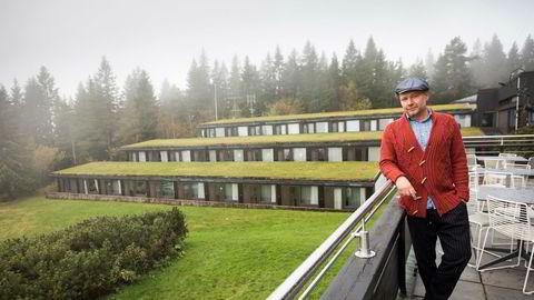 Daglig leder for Norske Konferansehoteller, Arild Esnali, på Voksenåsen hotel. Her satses det hardt på konferansemarkedet med 300 nyoppussede rom.