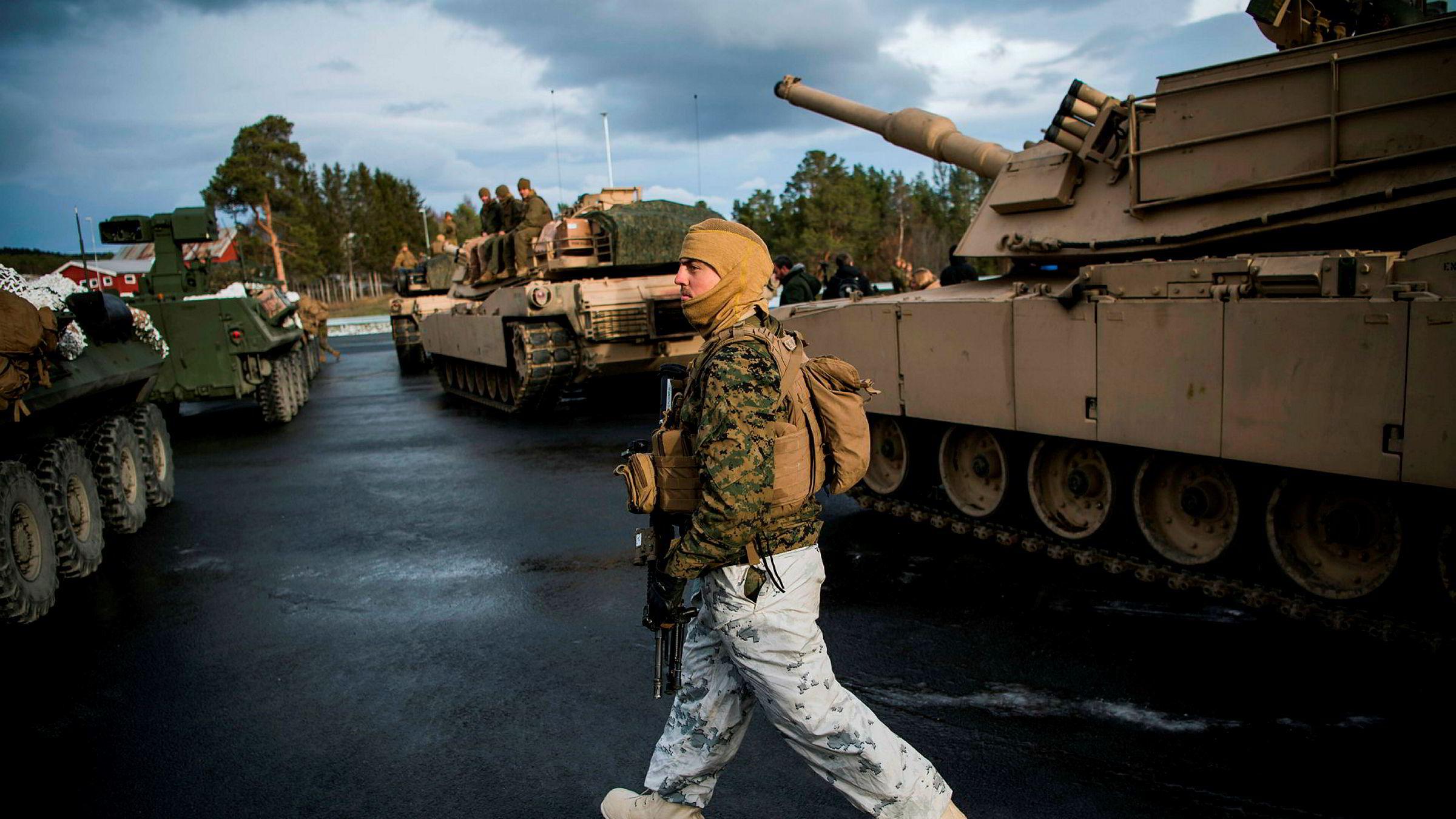 Norge bør bygge på lærdom fra øvelse Trident Juncture i 2018 og gjennomføre stadig mer krevende treningsscenarioer, skriver artikkelforfatterne. US Marines gjør seg her klar til Nato-øvelsen.
