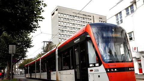 Bybanealternativet i Bergen ble valgt fordi en på bakgrunn av internasjonale erfaringer mente å vite at en bane ville ha mer effekt på reisevaneendring enn å satse på buss.