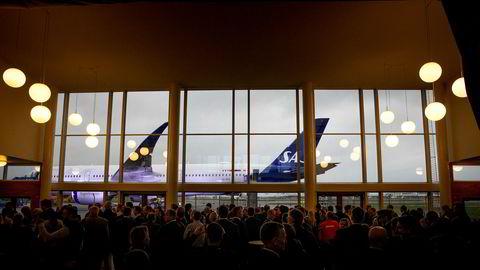 SAS er i gang med å modernisere flåten, og vil bestille en mindre flytype som flys av piloter utenfor morselskapet i Sverige. Her fra levering av langdistanseflyet Airbus A350 i København før jul.