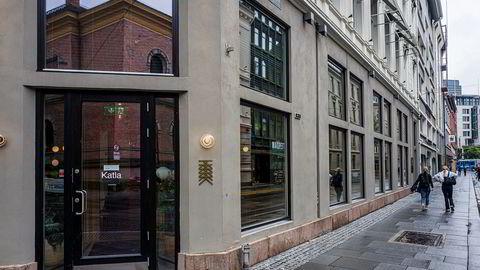 Restaurant Katla i Universitetsgata i Oslo tilbyr vanligvis ikke take away. Men nå er det mulig å ta med noen av rettene hjem.