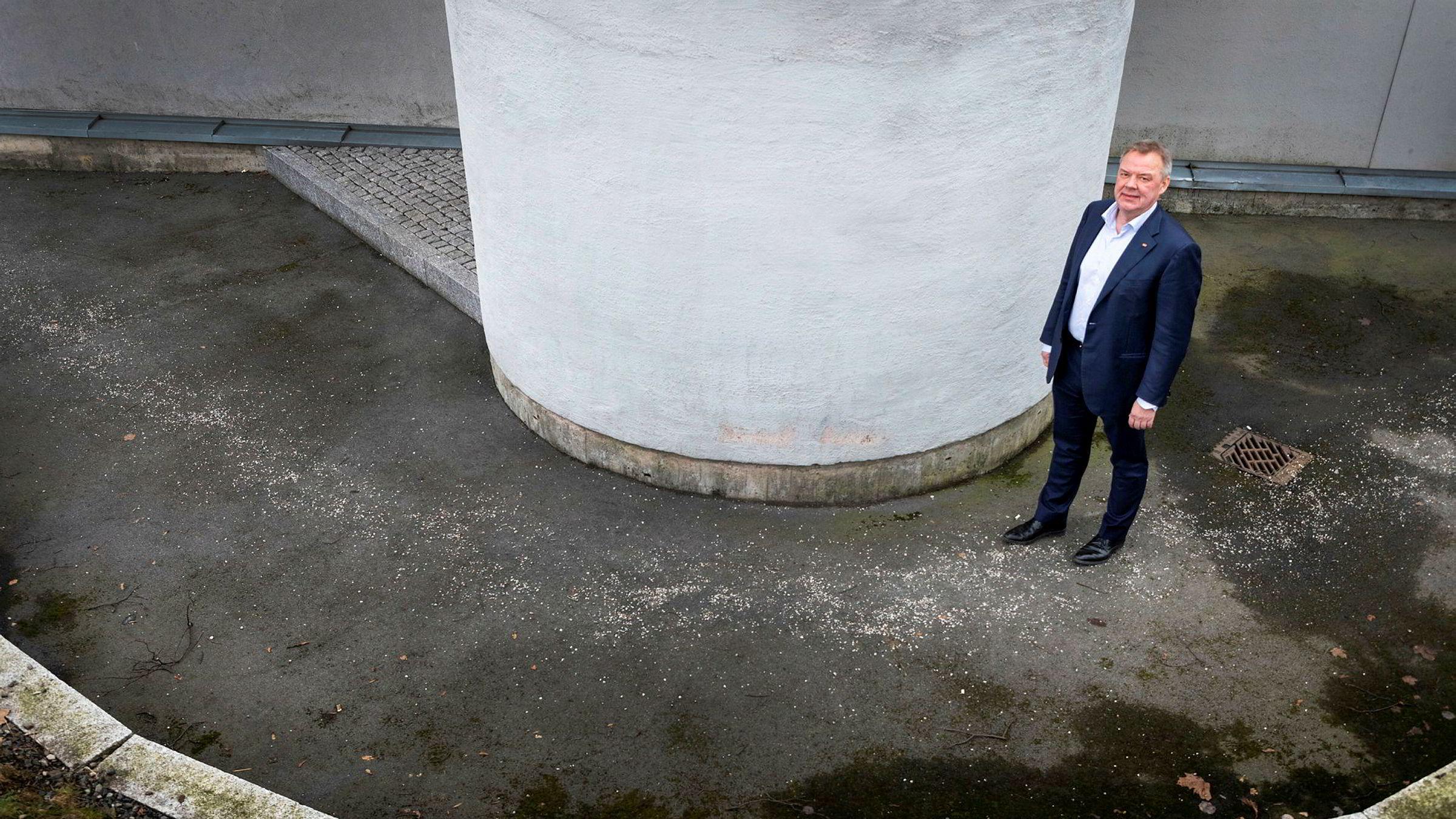 Konsernsjef Odd Arild Grefstad og Storebrand får kritikk på flere punkter av Finanstilsynet for ikke å ha håndtert interessekonflikter mellom selskapet og pensjonskundene på en god måte.