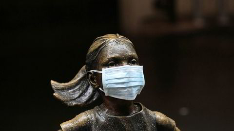 «The Fearless Girl» utenfor New York Stock Exchange, her med ansiktsmaske.