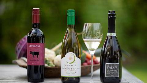 Tre flasker helvegansk vin.