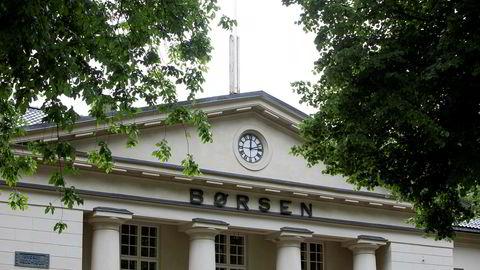 Hovedindeksen på Oslo Børs faller fra start mandag.