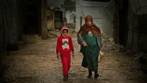 Stadig flere syriske flyktninger i Libanon lever i dyp fattigdom, konstaterer FNs høykommissær for flyktninger (UNHCR). Disse krigsflyktningene lever i en provisorisk leir i Semmaqiyeh nord i Libanon.