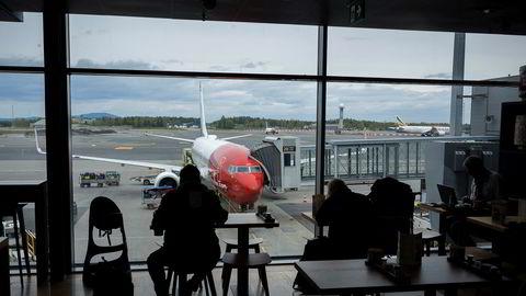 Flyselskapene beholder flypassasjeravgiften staten ikke vil ha. – Åpenbart passasjerenes penger, mener reisebransjenestoren Rolf Forsdahl.