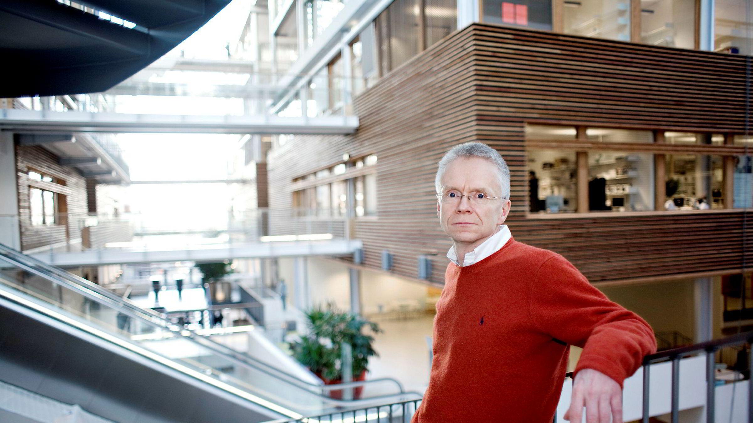 Jusprofessor Tore Bråthen (bildet) ved Handelshøyskolen BI tror Oceanteams to hovedaksjonærer, Hessel og Haico Halbesma, kan lykkes med å flytte problemene ut fra Norge, ved å fusjonere seg til Nederland.