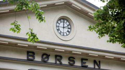 Oslo Børs falt fra åpning fredag morgen.
