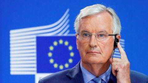 Michel Barnier, EUs brexit-forhandler, hører på en oversettelse under en pressekonferanse i Brussel.
