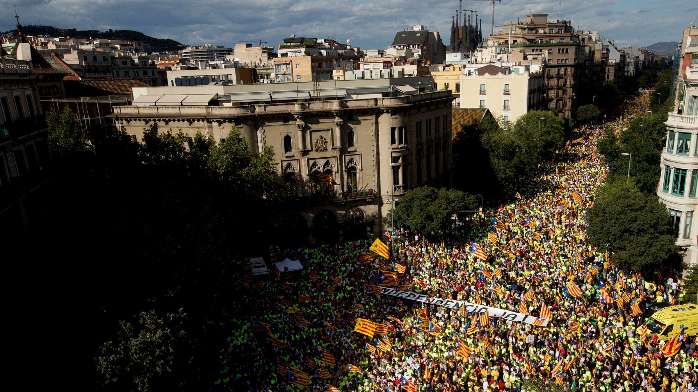 Hundretusener av mennesker deltok i demonstrasjonen for katalansk uavhengighet i Barcelona mandag.