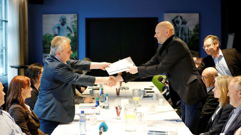 Administrerende direktør i Norsk Industri, Stein Lier-Hansen, og leder i Fellesforbundet, Jørn Eggum, under oppstarten av årets lønnsoppgjør i mars. Det ble deretter utsatt til 3. august.