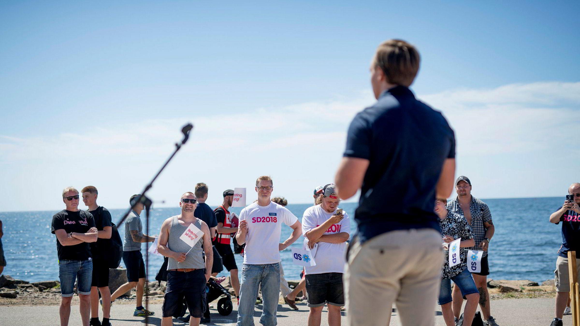 Sverigedemokraterna ligger an til å bli landets nest største parti etter valget i september. Her taler leder i Sverigedemokraternas ungdomsparti, Tobias Andersson, på Hallifornia-festivalen i Varberg.