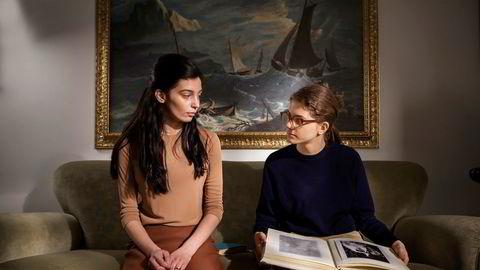 Gaia Girace (t.v.) og Margherita Mazzucco i HBO-versjonen av Elena Ferrantes romanserie «Napoli-kvartetten».