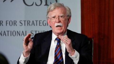 John Bolton sier nå han vil vitne i riksrettssaken mot Donald Trump.