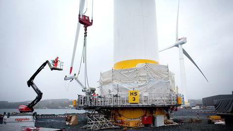 Statoil har en ambisiøs plan for betydelige utslippsreduksjoner fra olje- og gassproduksjon, skriver forfatteren. Her fra Statoil sin offshore vindmøllepark på Stord.